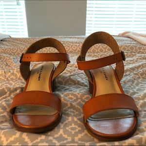 Cute caramel/tan heeled sandals.